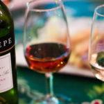 Как и с чем подавать вино