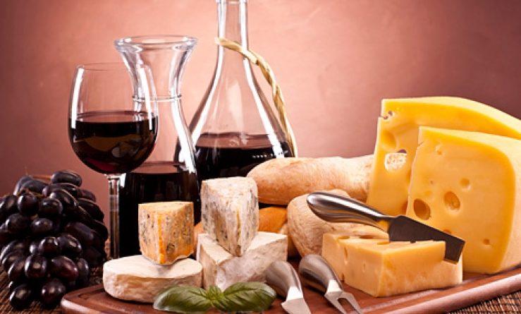 Вино и сыр.